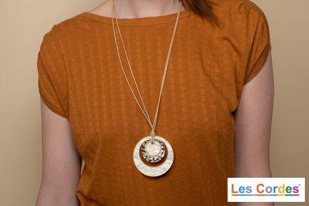 Lange halsketting in koord met ronde hangers