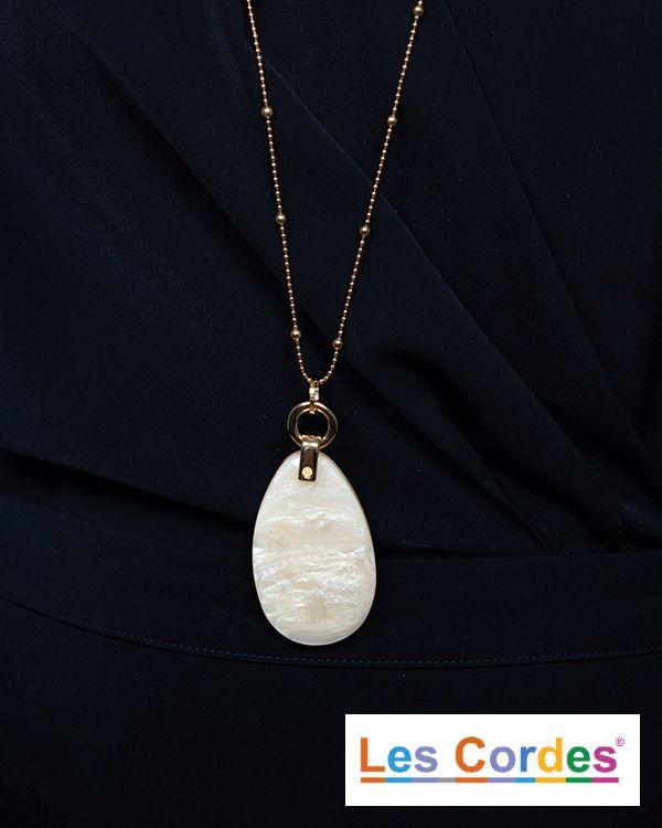 Goudkleurige halsketting met ovalen hanger